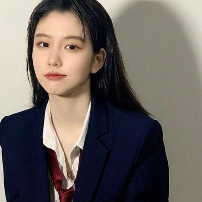 女生头像锁骨露肩吊带_WWW.QQYA.COM