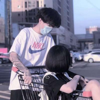 一对两张看不到头的情侣头像_WWW.QQYA.COM