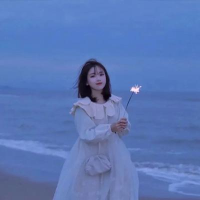 唯美蓝色系女生头像 超仙_WWW.QQYA.COM