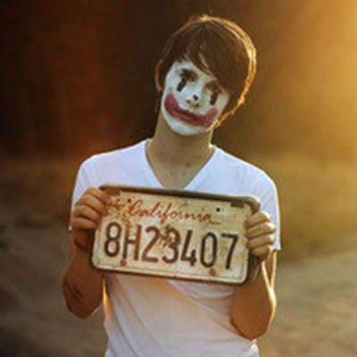 小丑笑着哭泣的图片头像_WWW.QQYA.COM