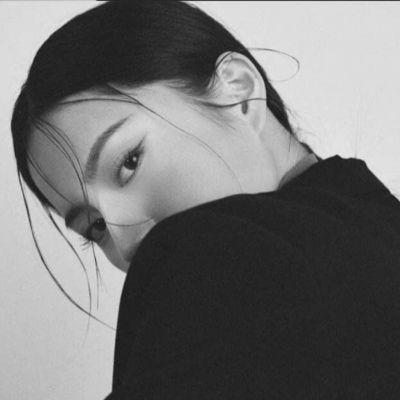 孤独黑暗系女生头像_WWW.QQYA.COM