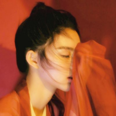 高清好看的女头像侧脸唯美有气质图片_WWW.QQYA.COM