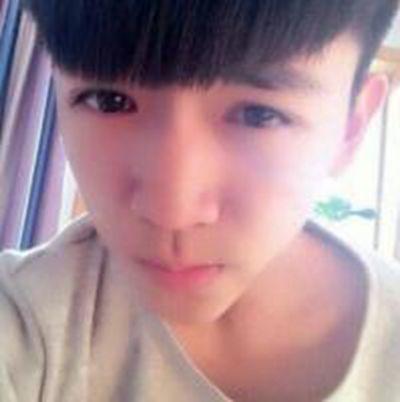 15岁男孩照片帅气初中头像_WWW.QQYA.COM