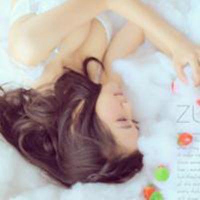 只穿内衣躺在床上性感女生头像_WWW.QQYA.COM