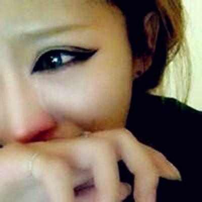 女生哭的流泪的头像_WWW.QQYA.COM