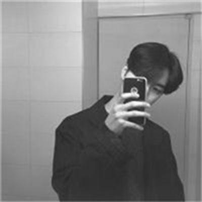 男生头像黑白侧脸伤感_WWW.QQYA.COM
