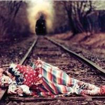 半哭半笑的小丑头像图片_WWW.QQYA.COM