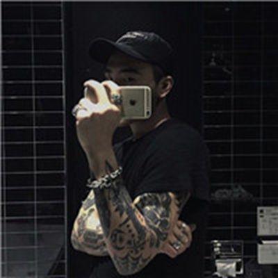超酷纹身男生头像_WWW.QQYA.COM