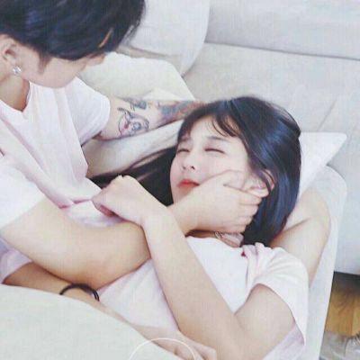 深情相拥的双人接吻情侣头像高清图片_WWW.QQYA.COM