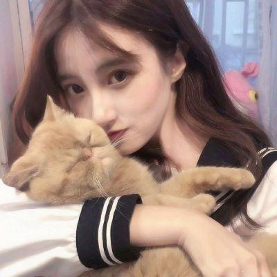 一个女生抱着猫的头像_WWW.QQYA.COM