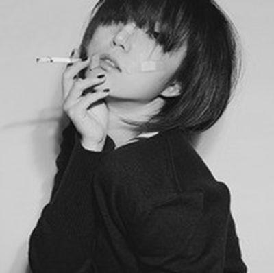 女生抽烟社会图片霸气图片头像_WWW.QQYA.COM