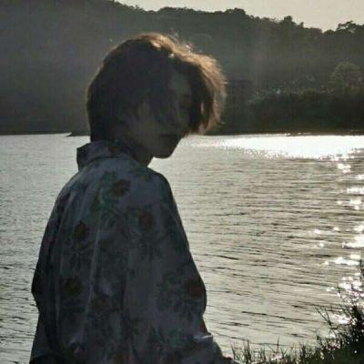 真人男生头像看不出来是网图的照片_WWW.QQYA.COM