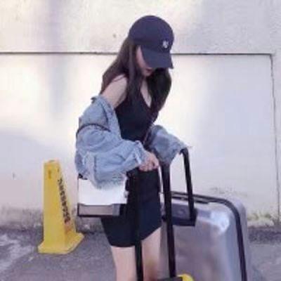 气质女人味的微信头像背影三十岁_WWW.QQYA.COM