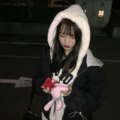 侧脸头像女生高冷霸气用手捂脸_WWW.QQYA.COM