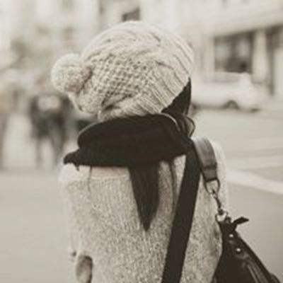 一个人孤独背影图片女生头像_WWW.QQYA.COM