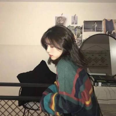 女生心情不好的图片头像_WWW.QQYA.COM