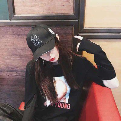 戴帽子低头女生头像_WWW.QQYA.COM