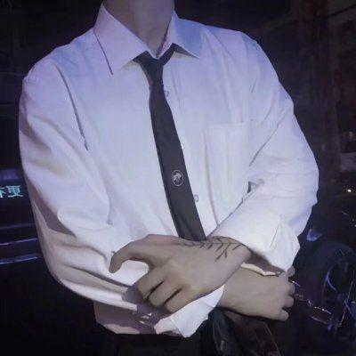 高清好看的半身衬衫控头像男生_WWW.QQYA.COM