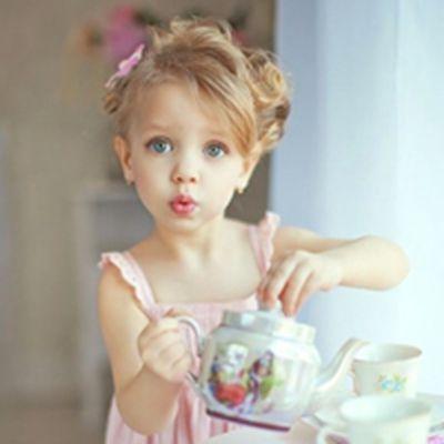 可爱的小女孩图片萌头像真人_WWW.QQYA.COM