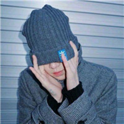 伤感图片男生抽烟喝酒头像_WWW.QQYA.COM
