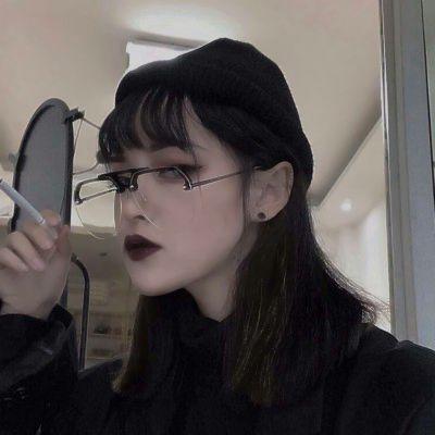 女生霸气照片头像_WWW.QQYA.COM