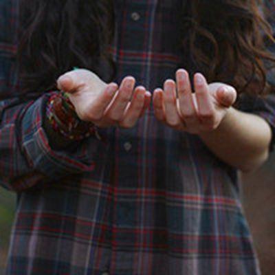 唯美女生手指头像图片_WWW.QQYA.COM