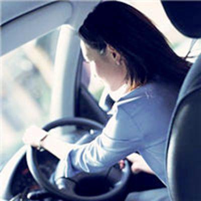 女生开车气质头像图片_WWW.QQYA.COM