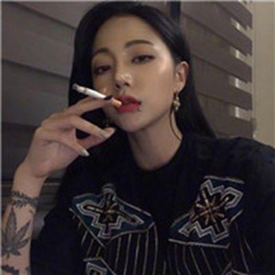 抽烟伤感女生头像_WWW.QQYA.COM