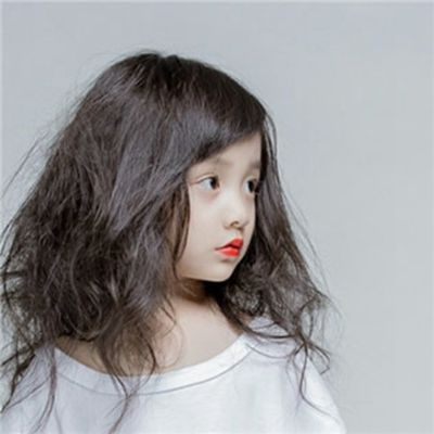 最近很火的小女孩头像_WWW.QQYA.COM