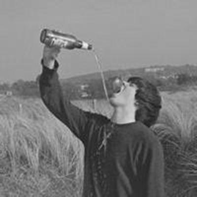 男生喝酒颓废伤感图片头像_WWW.QQYA.COM