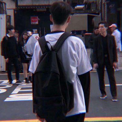 孤单背影图片伤感男生头像_WWW.QQYA.COM