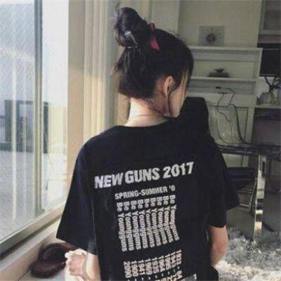 女生背影霸气头像超拽轻狂_WWW.QQYA.COM