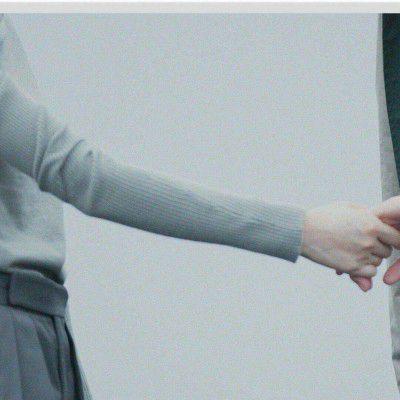 只有手的情侣牵手照片头像_WWW.QQYA.COM