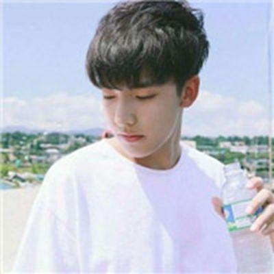 阳光帅气男生头像_WWW.QQYA.COM