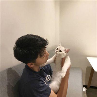 情侣头像一男一女带猫_WWW.QQYA.COM