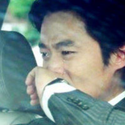 痛哭流泪的伤感头像男生_WWW.QQYA.COM