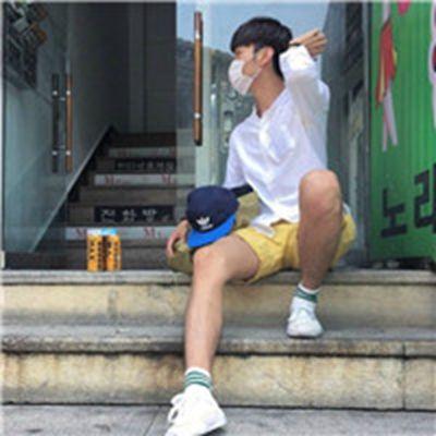 青春男生全身照头像_WWW.QQYA.COM