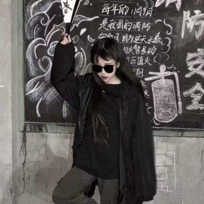 比较拽酷酷的女生闺蜜头像一人一张_WWW.QQYA.COM