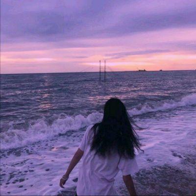 海边日落背影女生头像_WWW.QQYA.COM