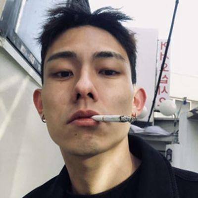 抽烟头像男生霸气十足冷酷帅哥_WWW.QQYA.COM