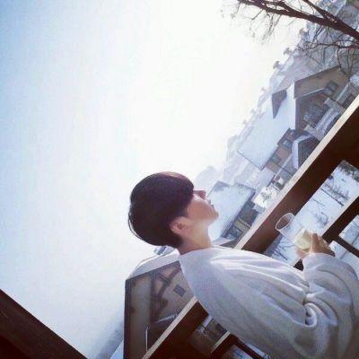 成熟帅哥微信头像_WWW.QQYA.COM