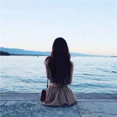 孤独背影图片女生伤感头像_WWW.QQYA.COM