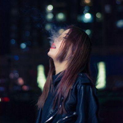 孤独的头像女生图片大全_WWW.QQYA.COM