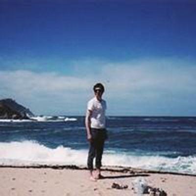 男生孤独看海头像图片_WWW.QQYA.COM