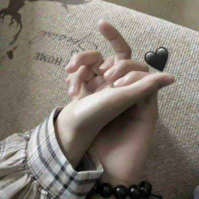 手控情侣头像一左一右_WWW.QQYA.COM