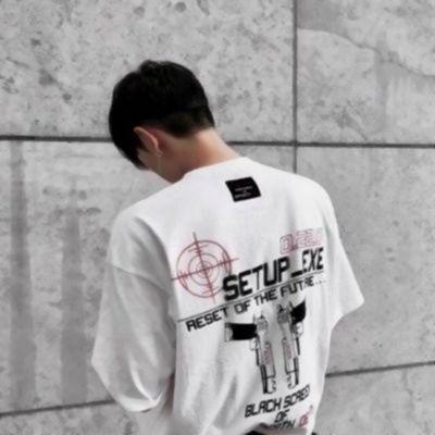 高清孤独落寞的唯美头像男生背影伤感图片_WWW.QQYA.COM