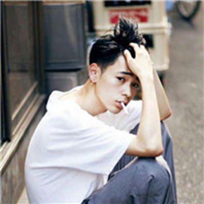 男生头像冷酷帅气抽烟_WWW.QQYA.COM