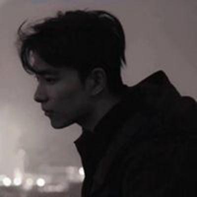 男生分手后情绪低落的头像_WWW.QQYA.COM