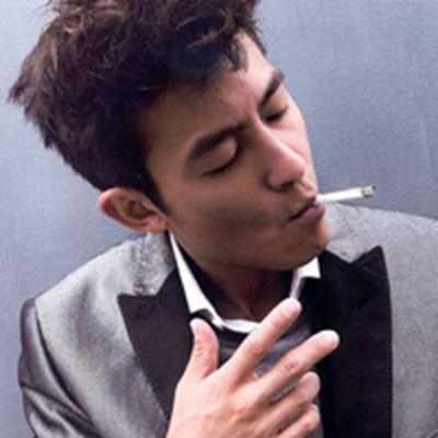 男生抽烟头像_WWW.QQYA.COM