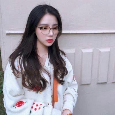 戴眼镜头像女生图片_WWW.QQYA.COM